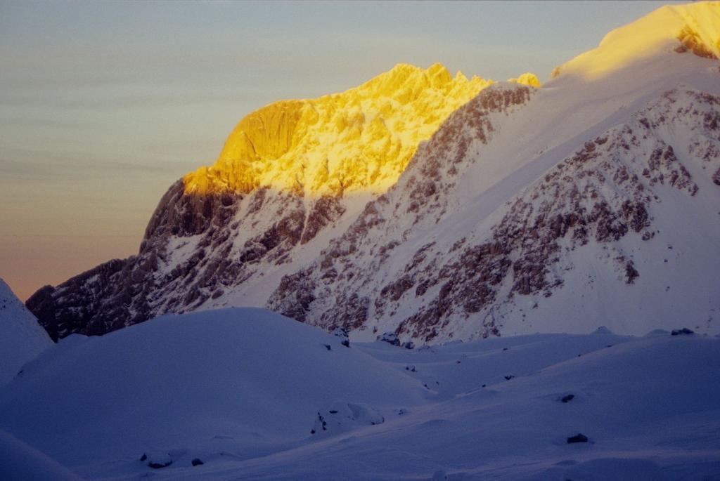 ultime luci del sole sul Corno Piccolo (3-1-1996)