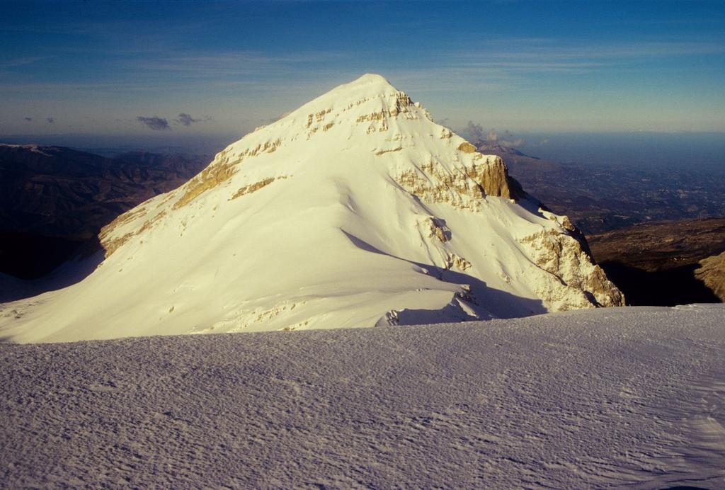 panorami dalla cima : Pizzo d'Intermesoli (3-1-1996)
