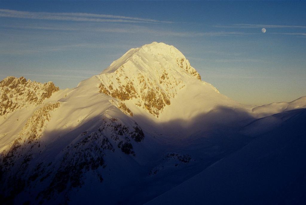 il Corno Grande vetta Occidentale verso il tramonto (3-1-1996)