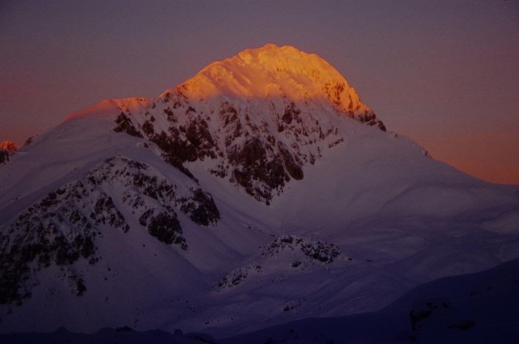ultime luci del sole sul Corno Grande,,bellissimo ! (3-1-1996)