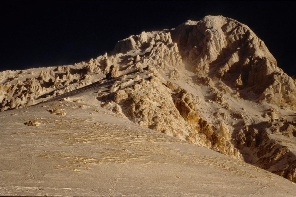 l'imponente e spettacolare versante Sud del Corno Grande (1-1-1995)