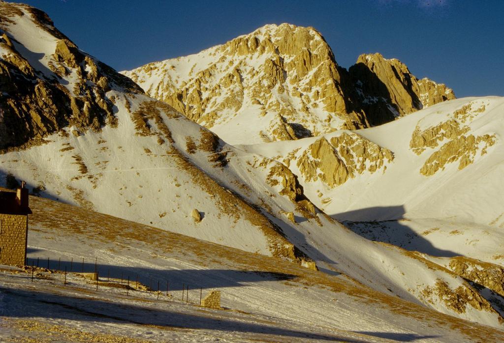 Corno Grande vetta Occidentale osservato da Campo Imperatore (31-12-1994)