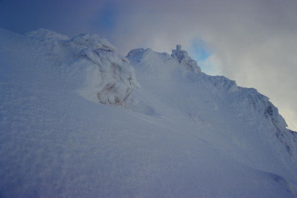 all'uscita del canale verso la cima (1-1-1995)