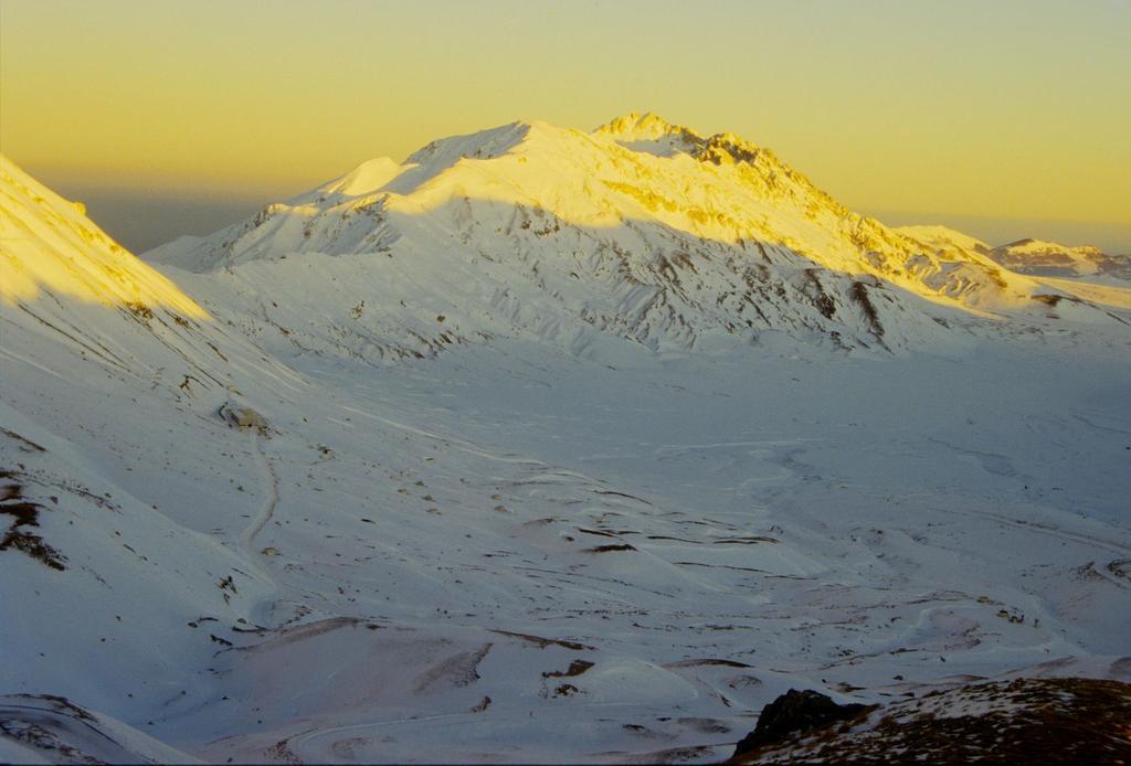 tramonto dal Rifugio Duca degli Abruzzi verso il Monte Prena (31-12-1994)