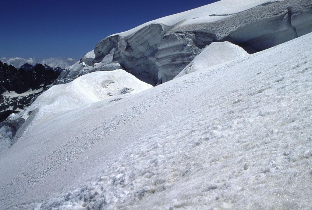 una seraccata prima di raggiungere il calottone sommitale del Velan (10-7-1994)