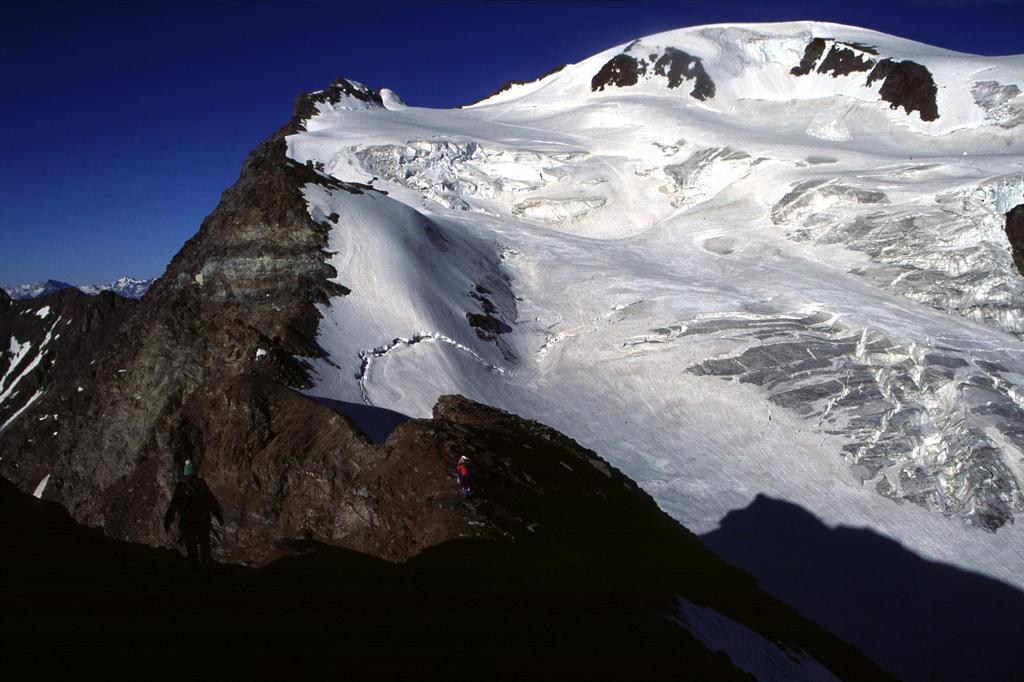 in discesa dal Mont Capucin verso il Ghiacciaio del Velan (10-7-1994)