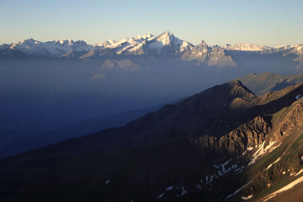 alba sul Gran Paradiso, dal canale che porta al Col de Valsorey (10-7-1994)