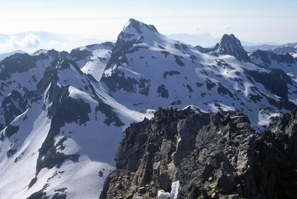 panorami dalla cima : Monte Clapier e Mont Chamineyes (16-6-1996)