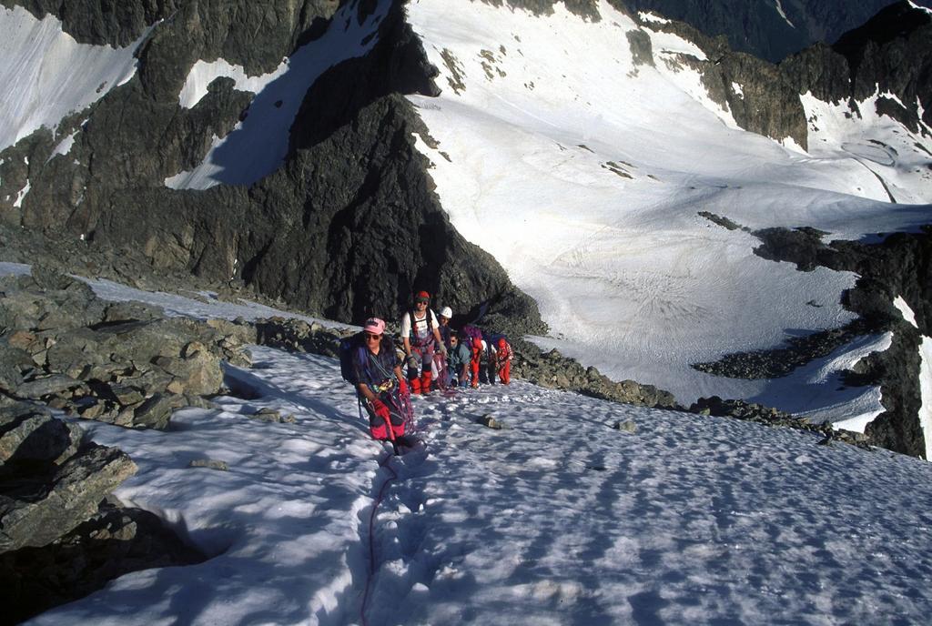salendo lungo il versante NO verso la cima (16-6-1996)