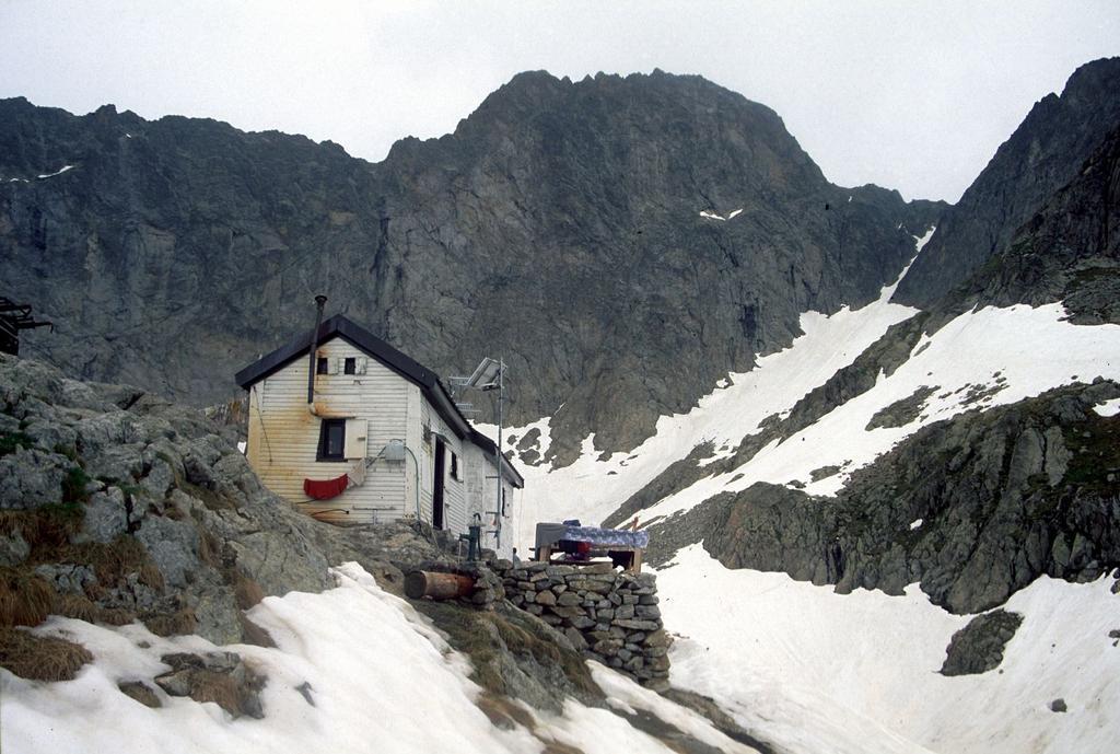 il Rifugio Pagarì, come era nel giugno del 1996 (15-6-1996)