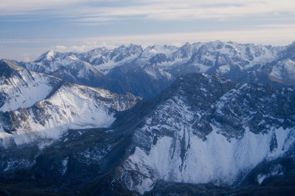 panorami dalla cima : dal Monte Laroussa al Gruppo del Tenibres (28-9-1996)