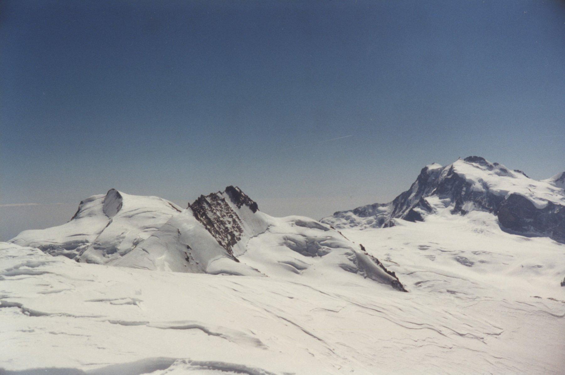 dalla cima a sx Strahlhorn, a dx Rimpfishhorn