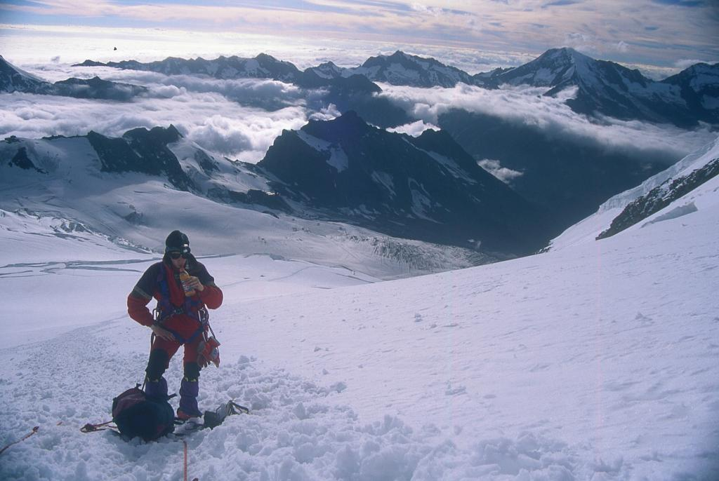 Federico in un momento di pausa a quota 3700 m. (3-8-1997)