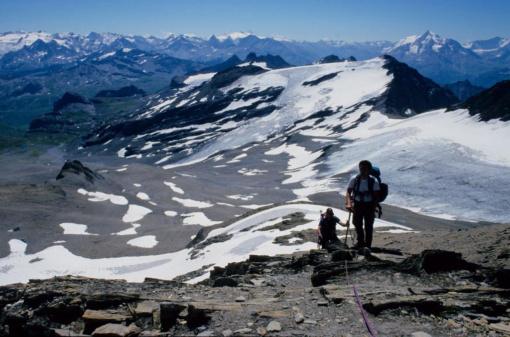 Guido e Gianni arrivano in vetta alla Punta Lechaud (26-7-1998)