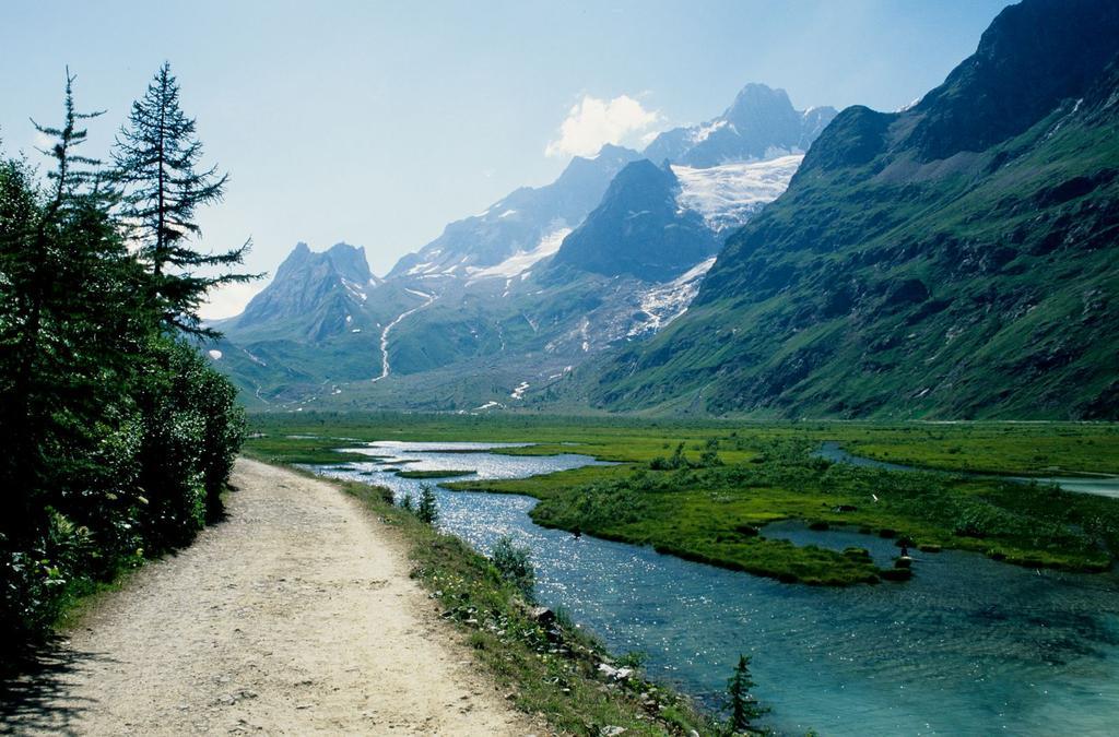 in Val Veny, salendo verso il Rifugio Elisabetta (25-7-1998)