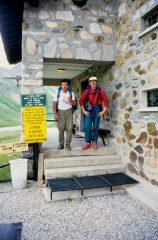 Guido e Stelvio al Rifugio Elisabetta (25-7-1998)