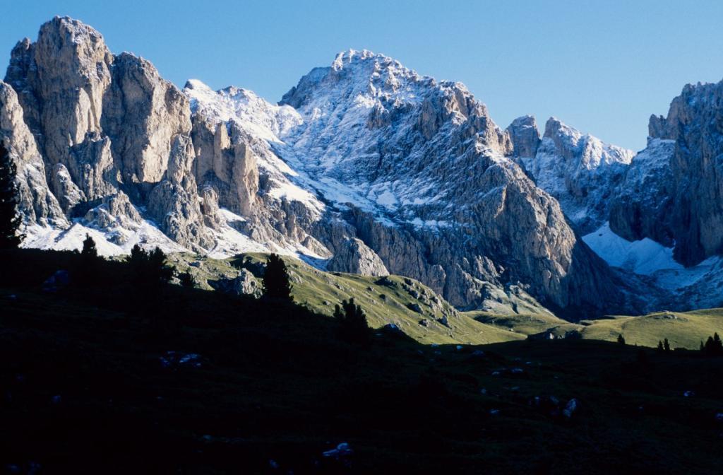 il Sass Rigais (versante Sud) innevato (6-9-1998)