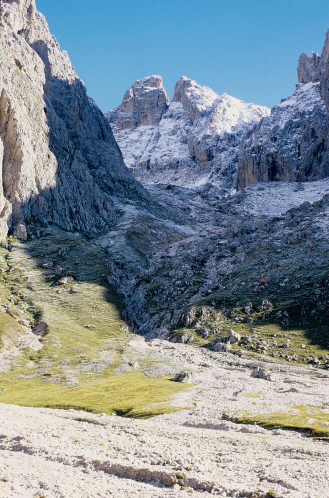 Val Salieres e la Furchetta (in fondo a sinistra) (6-9-1998)
