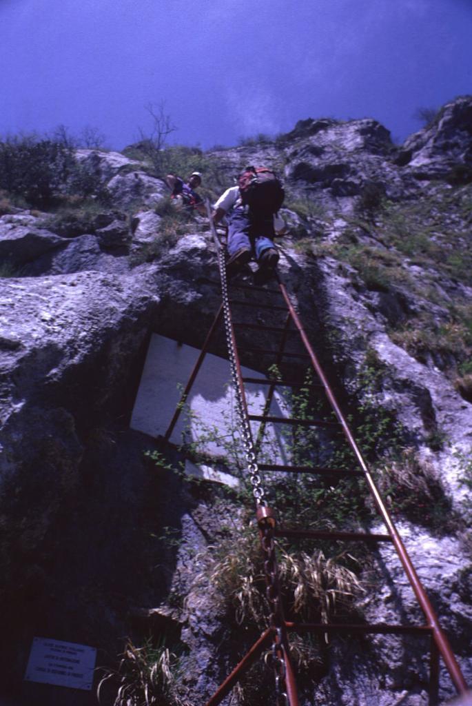 Gianni e Guido sulla scala iniziale (2-5-1999)