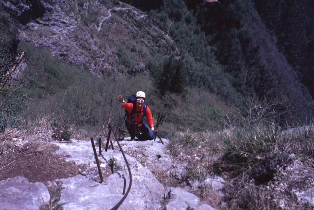 Stelvio sale nella parte intermedia della ferrata (2-5-1999)