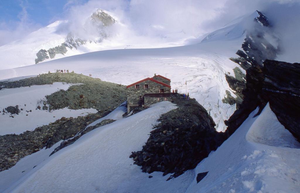 l'arrivo alla Cabane de Tracuit (9-7-1999)