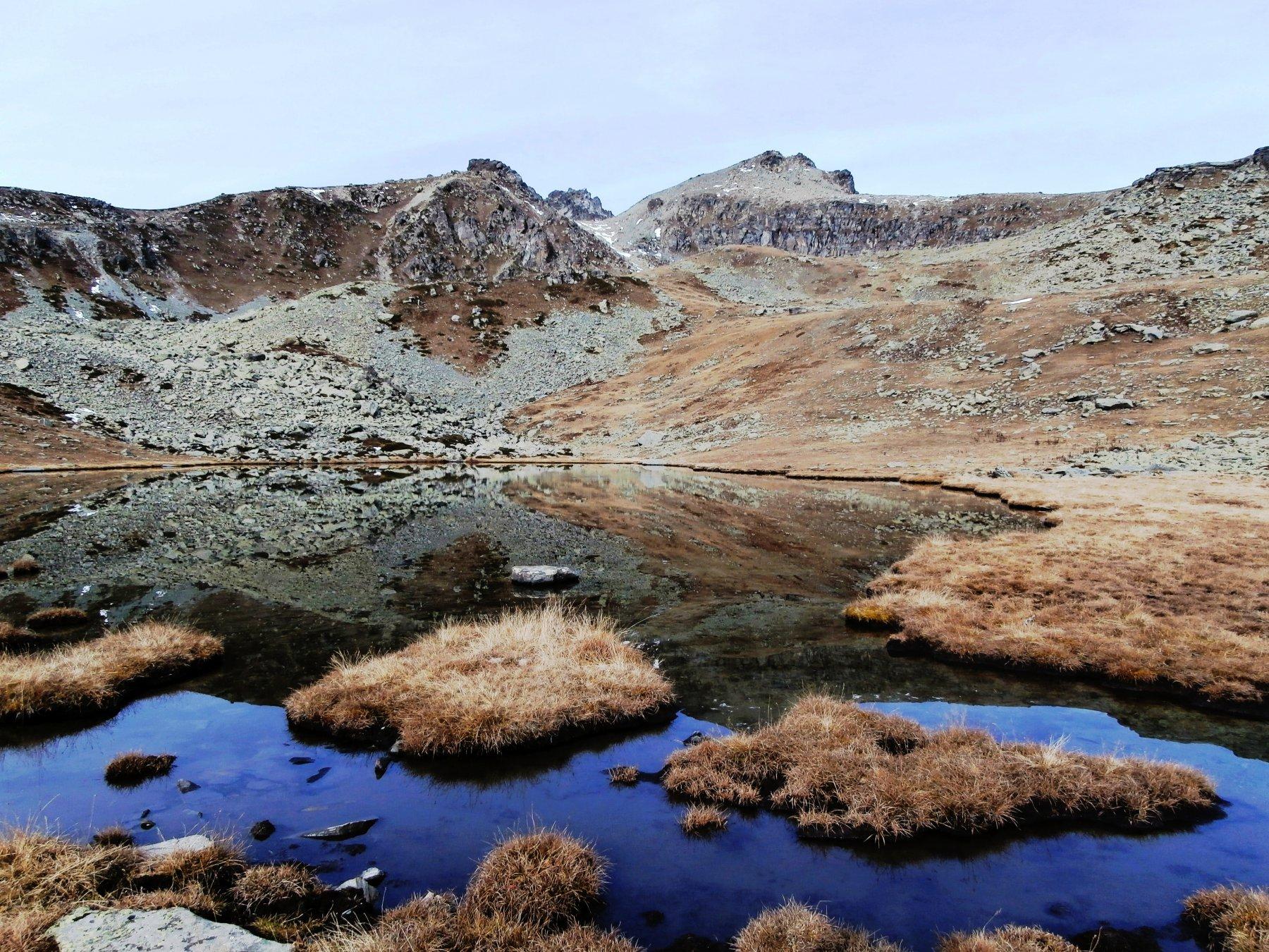 il lago di luca e la cima delle Guglie