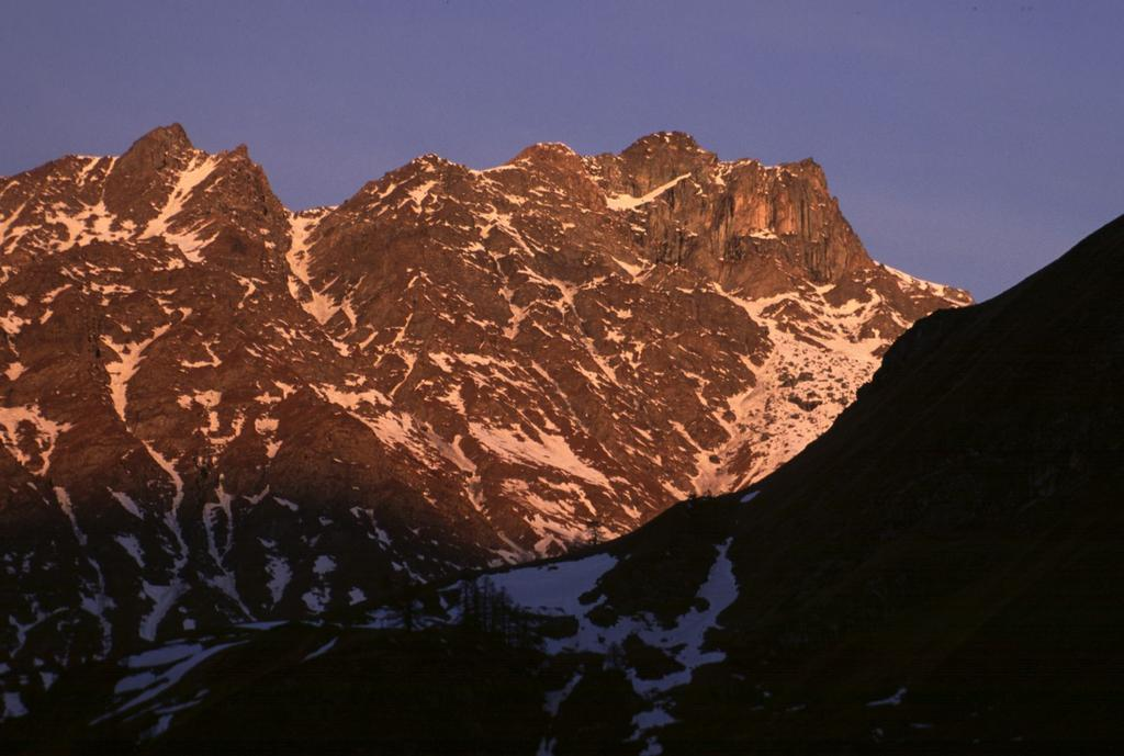 alba sulla Rocca Bianca dal Vallone di Saint Veran (6-2-2000)