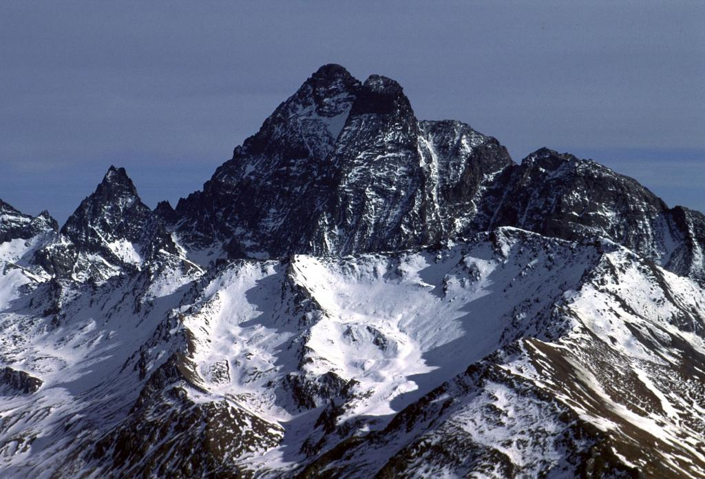 panorami dalla cima : the King of the stone...Monviso ! (6-2-2000)