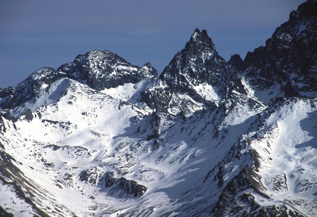 panorami dalla cima : Monte Losetta, Punta Gastaldi e Visolotto (6-2-2000)