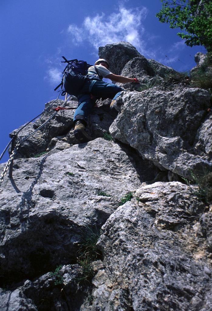 Stelvio sale lungo la via ferrata Salvatori (15-5-2000)