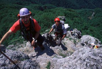 Gianni e Luciano verso l'uscita della via ferrata (15-5-2000)