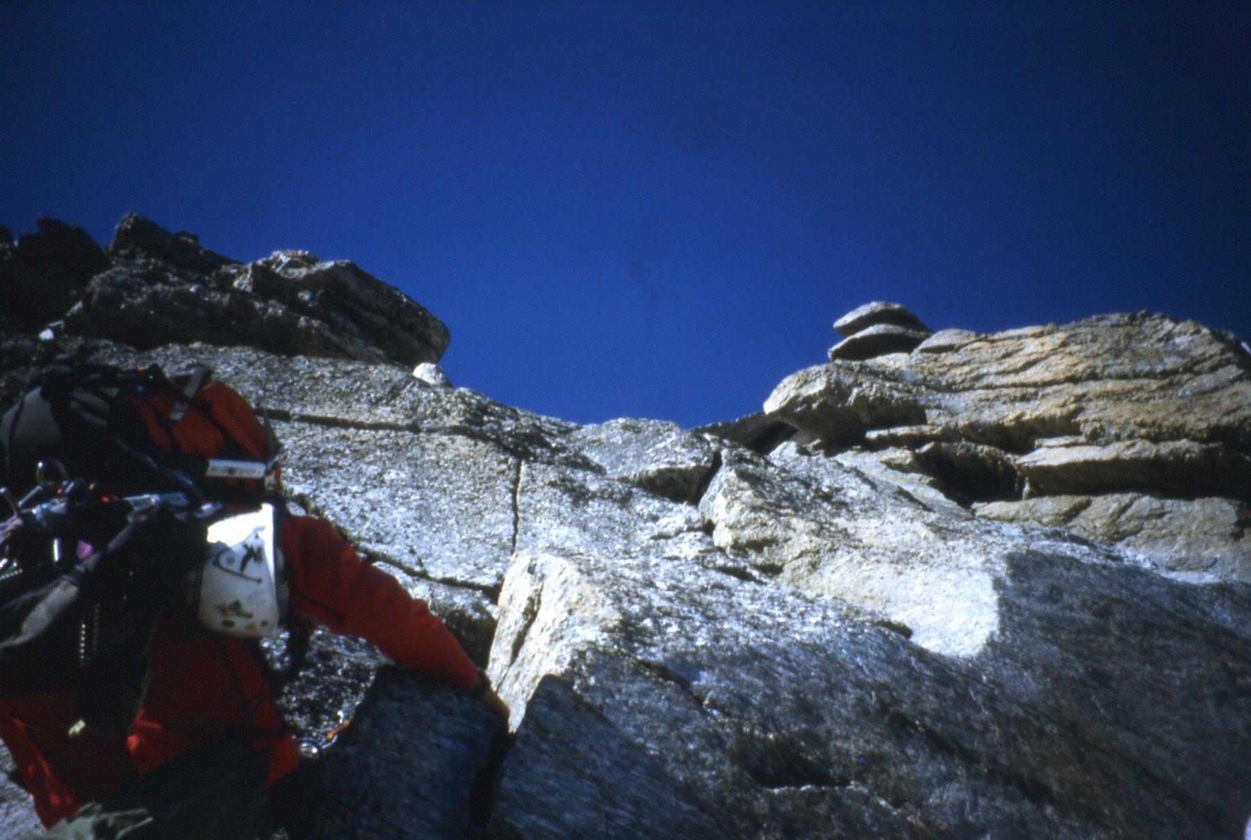 il tratto di roccia per prendere piede sulla cupola sommitale