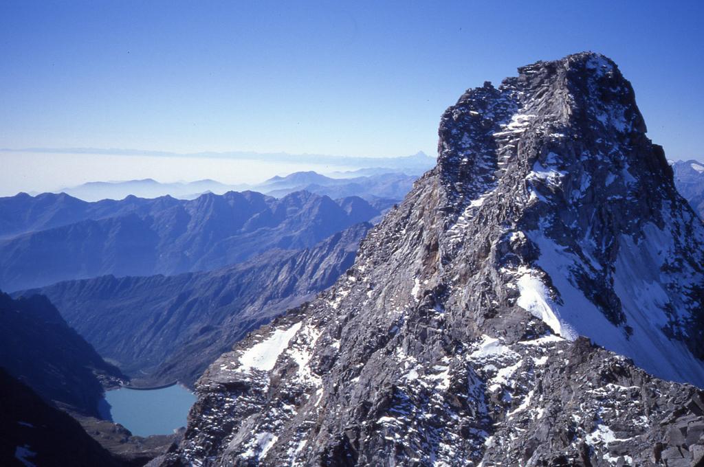 dalla cima della Torre di S.Andrea nord: verso il Monviso, il lago di Teleccio e la Torre del Gran S. Pietro