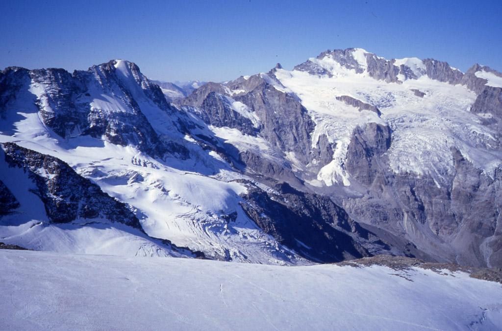 dalla cima della Patrì: La rocciaviva e il Granpa