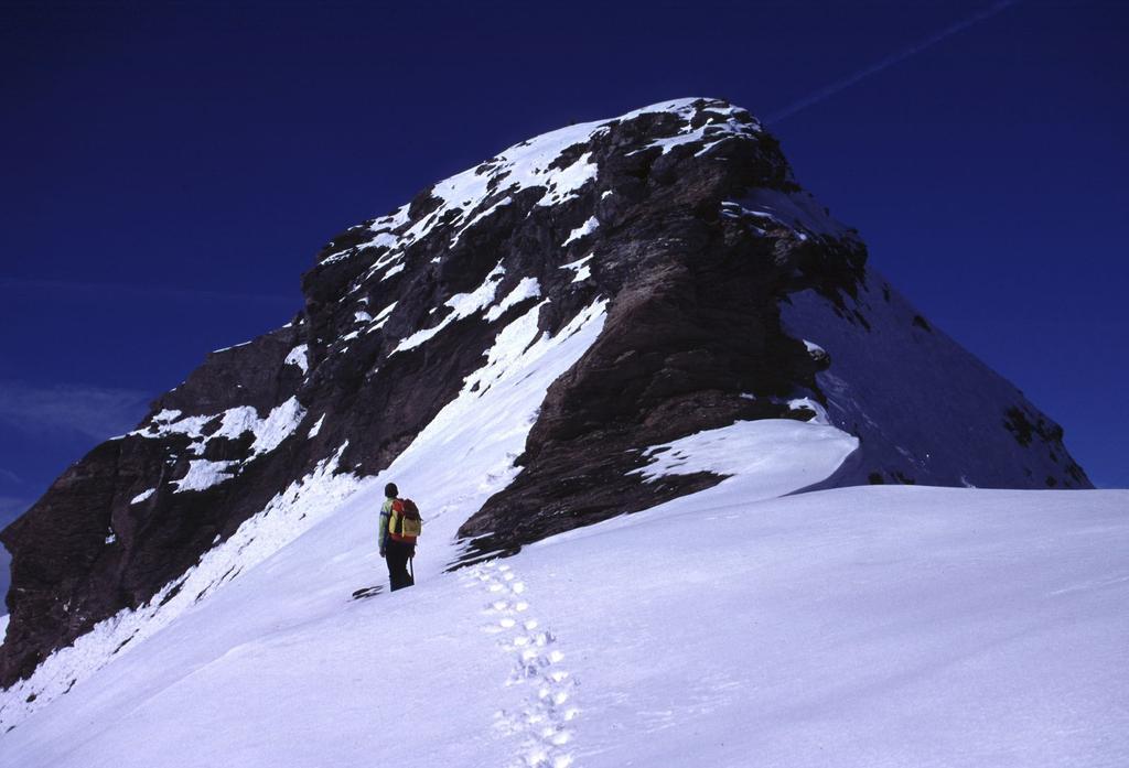 Filippo sale lungo la cresta Sud della Testa Grigia (8-10-2000)