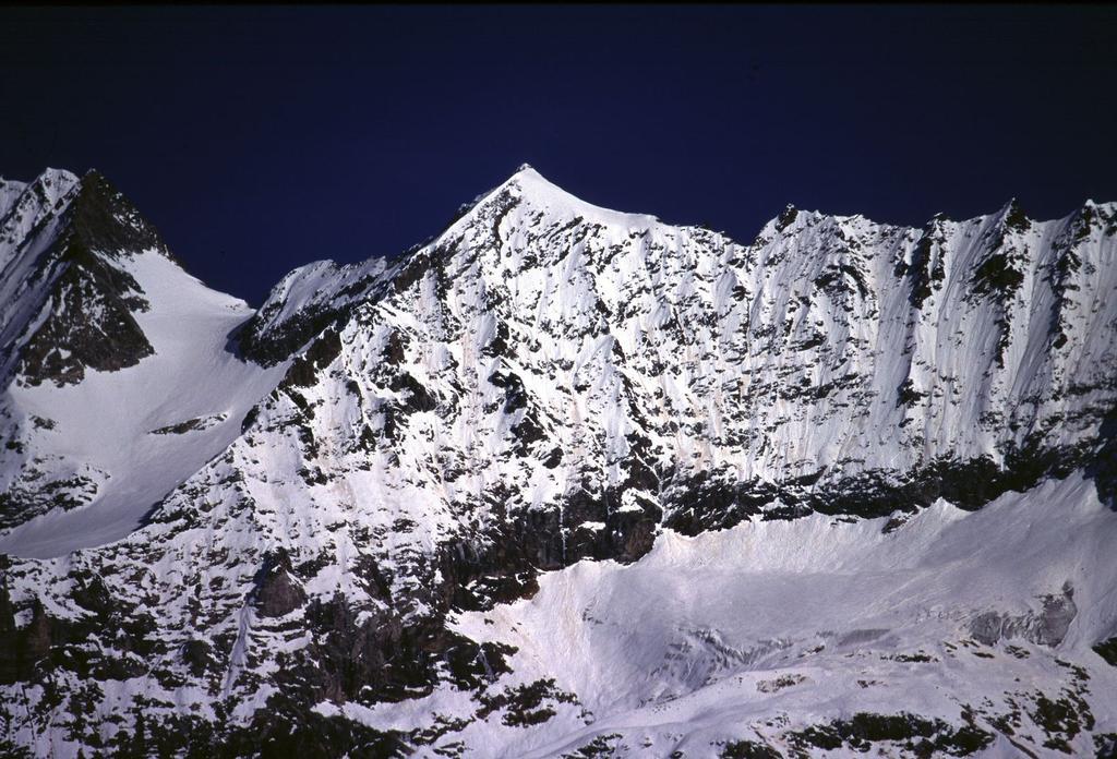 Becca di Guin (Grandes Murailles) dalla parte alta della Comba d'Oren (28-10-2000)