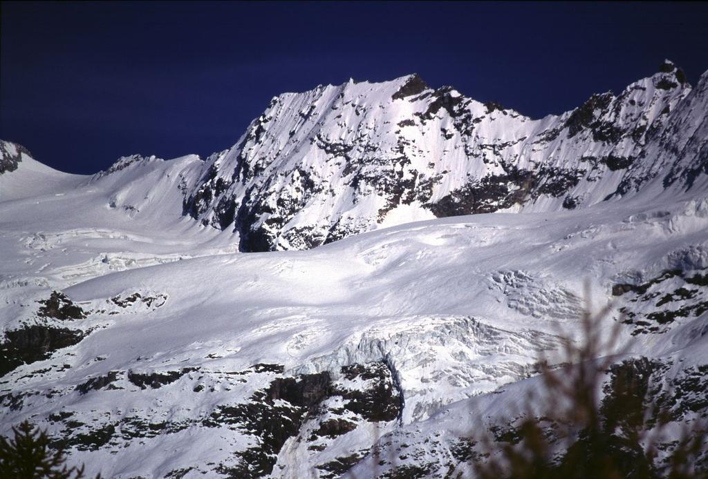 panorami dalla cima : Punta Margherita e Punta dei Cors (Grandes Murailles) (29-10-2000)
