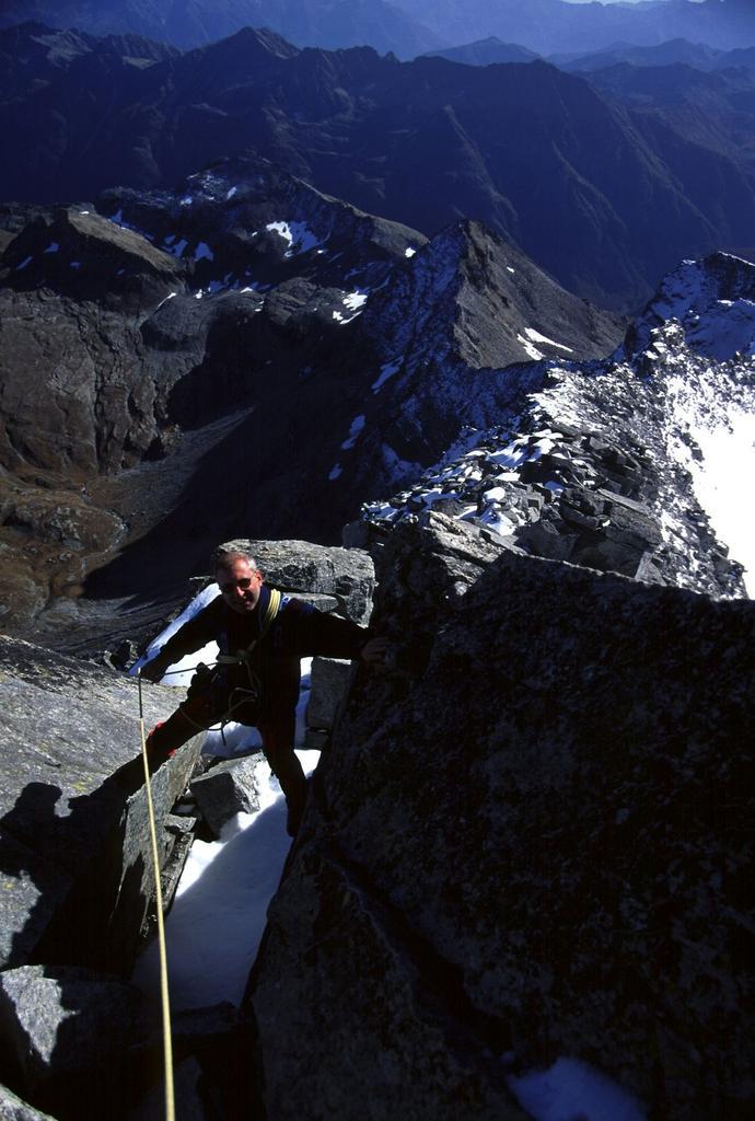 Alberto sale lungo la cresta Sud (14-10-2001)