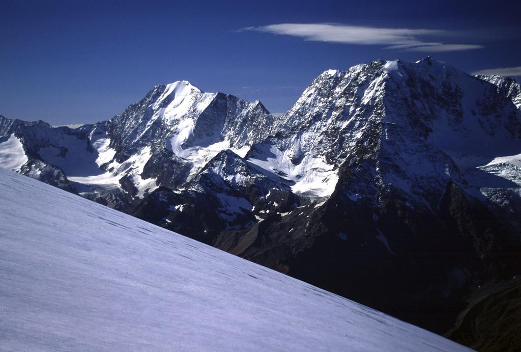 panorami dalla cima : Weissmies (a sinistra) e Fletschorn (a destra) (14-10-2001)