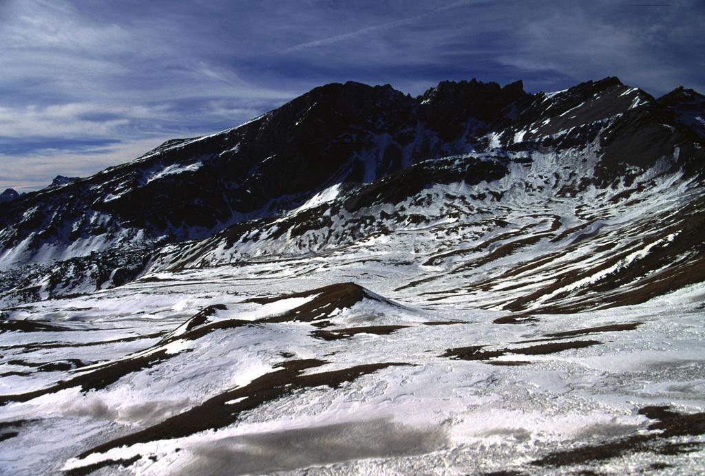 il Monte Maniglia visto dalle Grange dell'Autaret (5-2-2002)