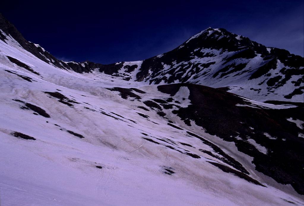 nella parte alta del Vallone Baiso del Colle (28-4-2002)