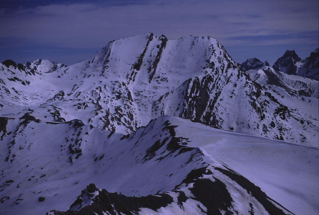 panorami dalla cima : Monte Salza (28-4-2002)