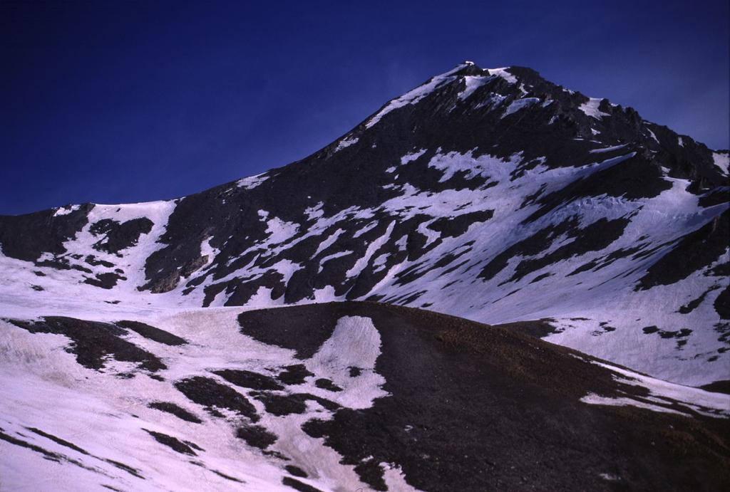 la Testa di Malacosta dal Vallone Baiso del Colle (28-4-2002)