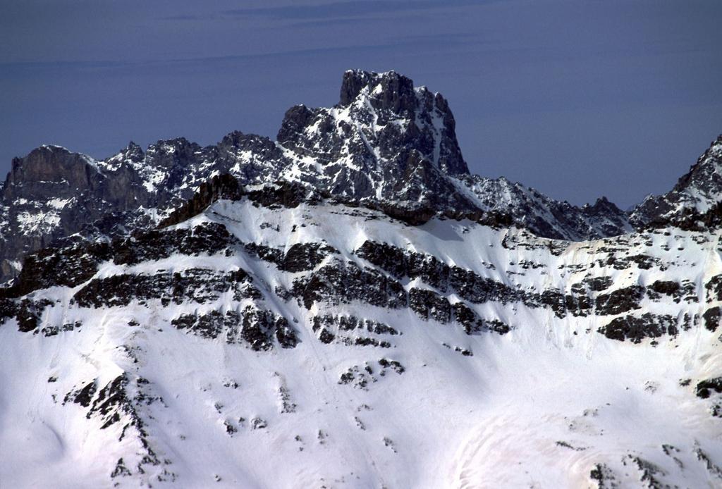 panorami dalla cima : Brec de Chambeyron (28-4-2002)