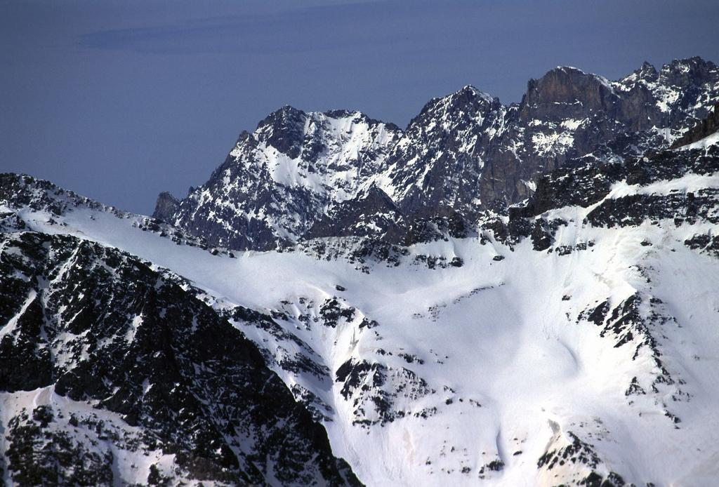 panorami dalla cima : Buc de Nubiera e Parias Coupà (28-4-2002)
