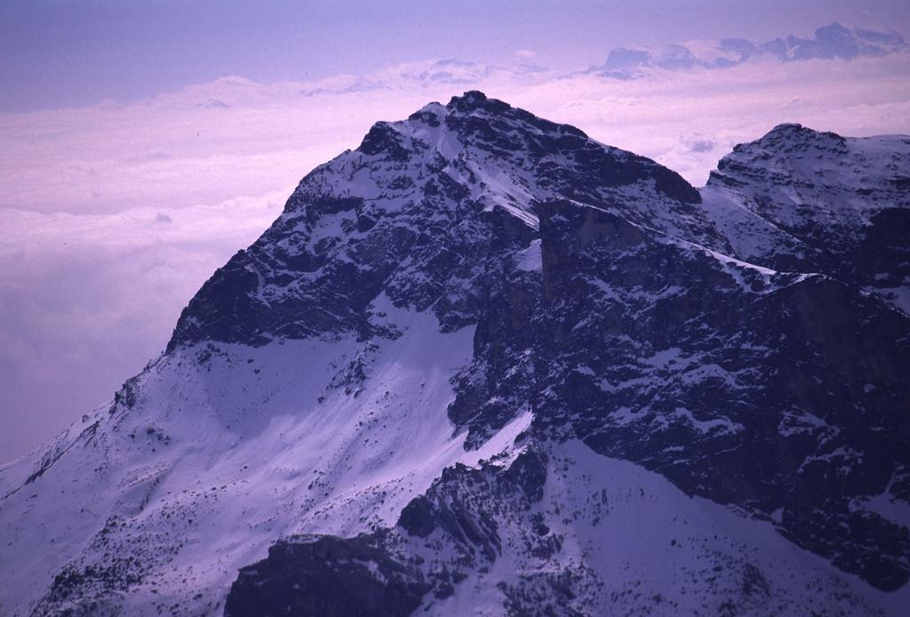 panorami dalla cima : Pelvo d'Elva (28-4-2002)