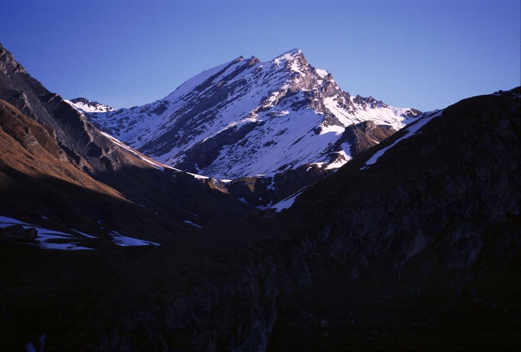 le prime luci del sole sul Monte Salza dal Vallone di Rui (28-4-2002)