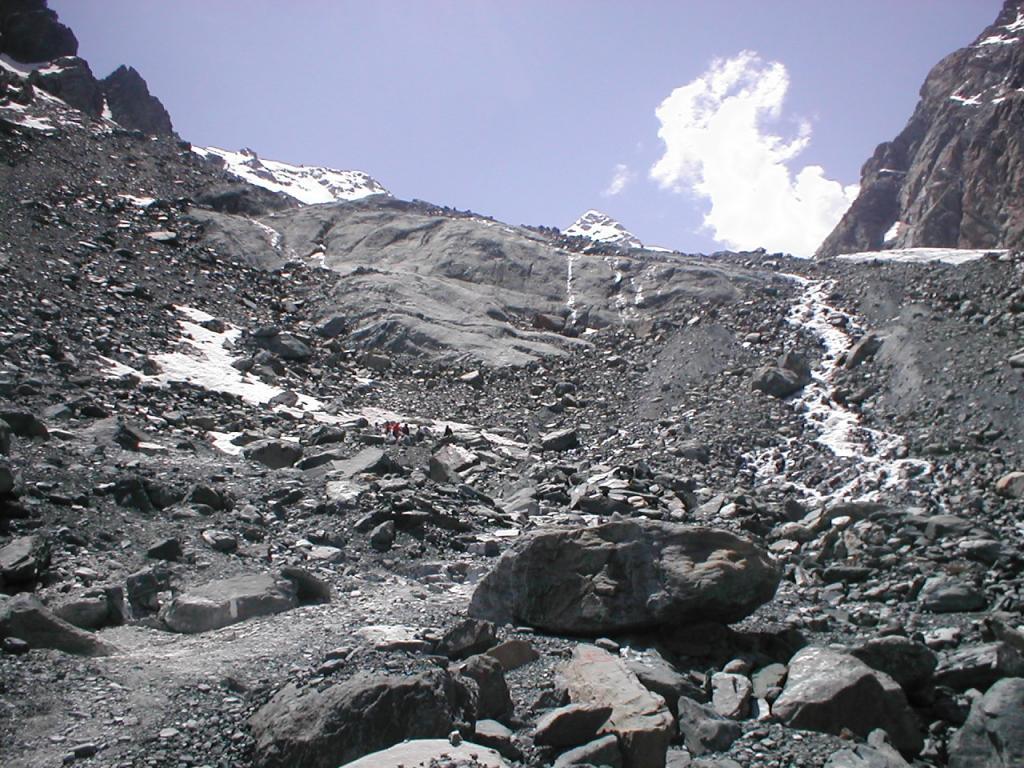 alpinisti,un puntino in un mare di rocce