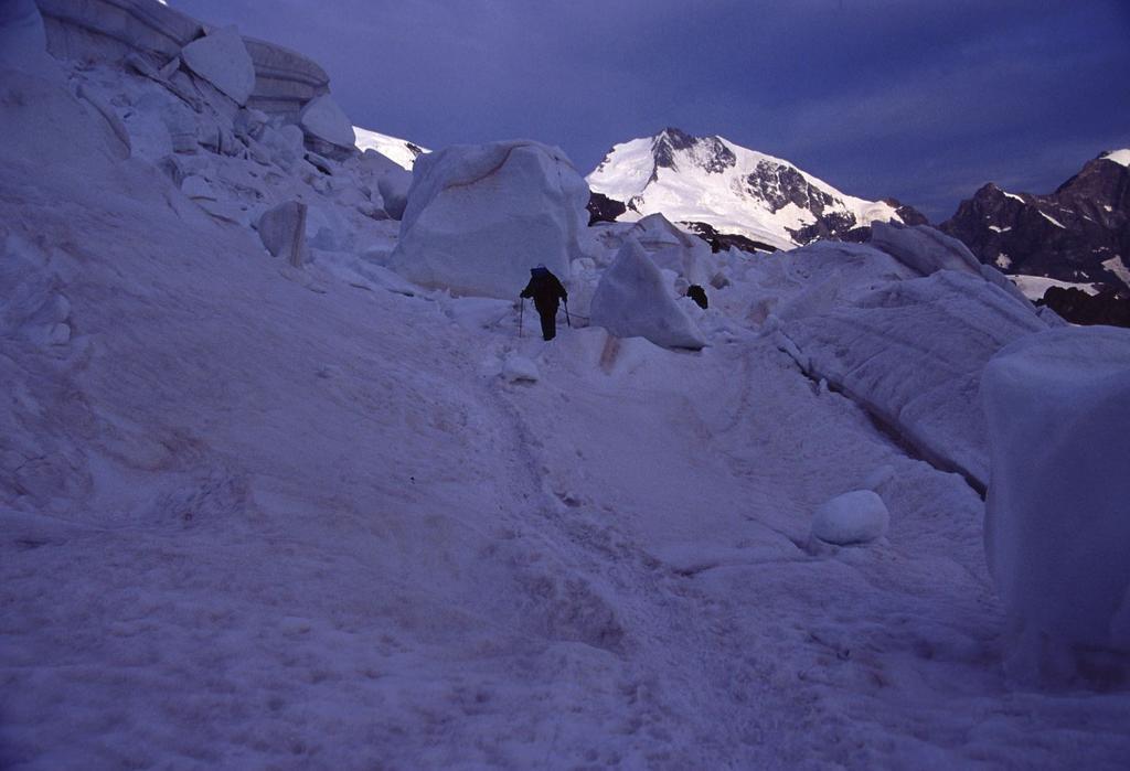 salendo nella parte bassa lungo il Vadret Pers (22-7-2002)