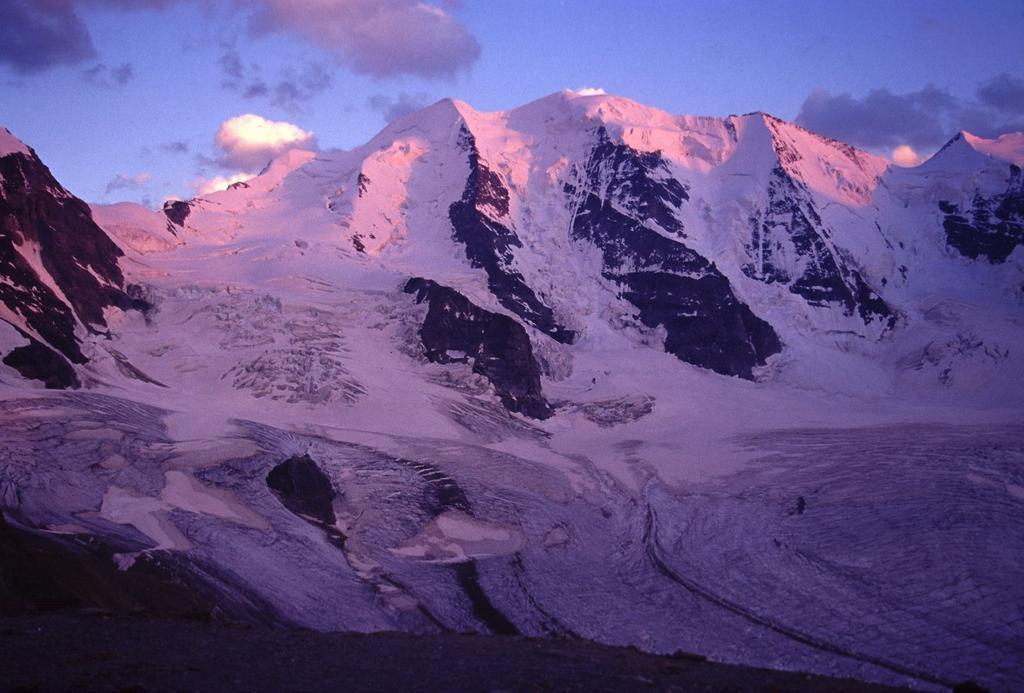 le prime luci dell'alba sul Pizzo Bernina (22-7-2002)
